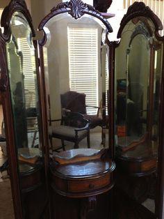 early vanity mirror and dresser set antique appraisal Three Way Mirror, 3 Way Mirrors, Huge Mirror, Mirrors For Sale, Round Mirrors, Diy Vanity Mirror, Dresser With Mirror, Vanity Set, Antique Appraisal