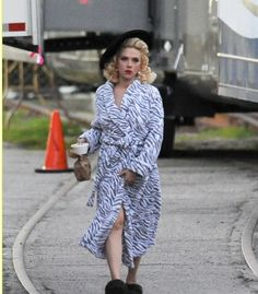 This is tandullce's blog: Scarlett Johansson at the set of her new movie