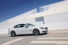 White BMW 7 Series HD Wallpaper