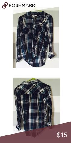 Blue and white flannel shirt This very gently used blue and white flannel top is so perfect for the upcoming fall season! It is from Aeropostale and it is a size small. It is in great condition, it has no stains or spills. It has two front pockets. Aeropostale Tops Button Down Shirts
