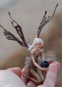 blackberry faerie by chicorydell.deviantart.com