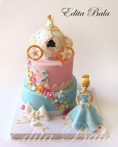 Cinderella and her Carriage Cake ~ all edible Beautiful! Girly Cakes, Fancy Cakes, Cute Cakes, Disney Themed Cakes, Disney Cakes, Disney Princess Cakes, Cupcakes Princesas, Fete Emma, Carriage Cake