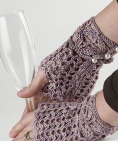 Queen Anne's Lace Free Fingerless Gloves Knitting Pattern