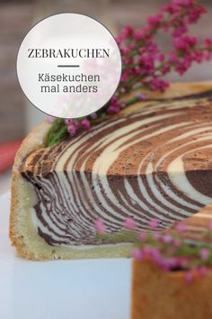 Zebrakuchen Rezept Zebra Cake Recipe: Cheesecake in zebra look looks great and is very easy to bake. The Zebra Cheesecake is a creative way to prepare cheesecakes in a different way. As a marbled cheesecake, it is the highlight on every cake table. Vegan Wedding Cake, Diy Wedding Cake, Cake Vegan, Raw Cake, Cheesecake, Traditional Wedding Cakes, Cake Board, Cake Designs, Coco