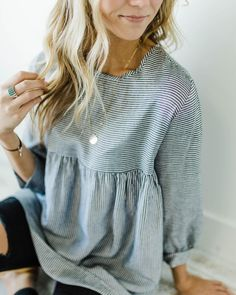 Comfortable blue and white striped top with distressed denim jeans. Comfortable blue and white striped top with distressed denim jeans. Mode Outfits, Fall Outfits, Casual Outfits, Fashion Outfits, Fashion Trends, Jeans Fashion, Fashion Ideas, Summer Outfits, Womens Fashion