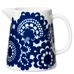 Arabia's Esteri pitcher features a beautiful floral motif designed by Esteri Tomula in honour of the factory's centenary in Named after its designer, the Esteri pattern adorned tableware originally both in blue and brown. Floral Motif, Floral Prints, Nordic Interior Design, Motif Design, Design Shop, Casual Dinner, White Patterns, Scandinavian Style, The Fresh