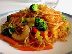 Verduras salteadas con fideos de cristal y salsa de soja