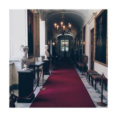 #interior #ancien #castle #racconigi #turin #torino #italy #italian #savoia #redcarpet #carpet #paintings #frames #gold #corridor #royal #vsco #vscocam #vscogood #vscoitaly #vscophile #vscogram #lights #throne #discover #travelling by w136