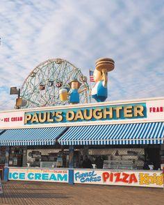 Coney Island et Brighton Beach Coney Island, Brooklyn, Brighton, England Tourist Attractions, American Islands, Carnival Photography, Great Shots, European Travel, Travel Usa