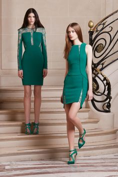 Welcome to the world of ELIE SAAB: discover the latest Haute Couture and Ready to Wear Collections, Accessories, Shows, Celebrities, Backstage and more. Girls White Dress, Girls Formal Dresses, Short Dresses, Look Fashion, Fashion Show, Fashion Design, Elie Saab Dresses, Elie Saab Couture, Looks Style