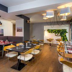 Donner du plaisir et créer des émotions, c'est tout l'art de L'Atelier des Artistes, un loft sur deux étages de 500m2 à deux pas de République. Qu'on y vienne seul, à deux ou à 50, on trouve toujours à L'Atelier un espace qui colle à sa personnalité et un staff qui réserve à tous ses clients un accueil sincère et chaleureux. #bar #restaurant #Paris /// L'Atelier des Artistes, 4 Rue Rampon, 75011 Paris /// - { Recommended by Excevia Chauffeurs & Services - Paris www.excevia.com }