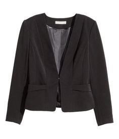 Fitted jacket in woven fabric with front pockets and hook-and-eye fastener. Lined.