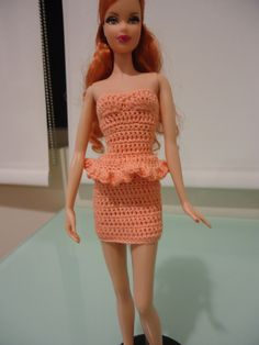 http://dezalyx.hubpages.com/hub/Barbie-Doll-Crochet-Clothes-Strapless-Bodycon-Dress-A-Free-Pattern