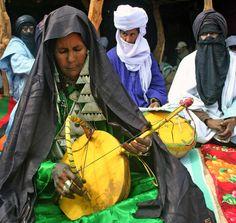 Algeria | Woman playing the imzad. | ©Farida Sellal