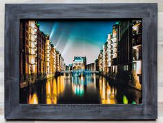 """""""Wasserschloss"""" - Hamburg - Fine Art Print auf mattem Fotopapier in 28,5 x 40 cm, kaschiert auf Sperrholz. Rahmen handgefertigt, Aussenmasse 39 x 50 cm. Kein Glas. Collection, Art, Style, Photos, Frame, Hamburg, Handmade, Corning Glass, Kunst"""