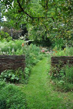 Design Patio, Modern Garden Design, Modern Design, Farm Gardens, Outdoor Gardens, English Gardens, Small English Garden, Amazing Gardens, Beautiful Gardens