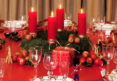 Christmas Decorations Ideas Is Needed to Be Applied in Our Home to Celebrate Christmas Day. Those Ideas Are Suitable for Dinner Table Too. Christmas Candle Lights, Christmas Decorations, Table Decorations, Christmas Ornaments, Christmas Projects, Christmas Holidays, Christmas Ideas, Holiday Tables, Burning Candle