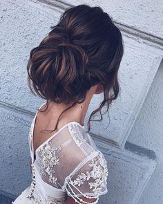 Beautiful wedding updo hairstyle inspiration | wedding updo hair with hair accessories #bridalhair #updo #weddinghairstyle #hairstyles #messyupdohairstyle #messyupdoideas #weddinghairideas #updohairstyles #weddinghairinspiration #weddinghair