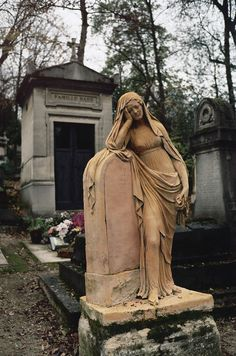 I absolutely love cemeteries.  This one looks amazing!