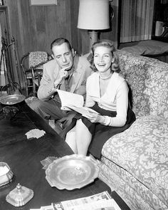 At Home With Humphrey Bogart & Lauren Bacall Hollywood Couples, Old Hollywood Glamour, Hollywood Actor, Golden Age Of Hollywood, Vintage Hollywood, Hollywood Stars, Classic Hollywood, Bogie And Bacall, Old Fashioned Love