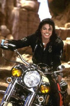 Michael #Jackson  Also see beautiful #music pics at www.freecomputerdesktopwallpaper.com/wmusicthree.shtml