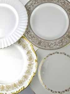 Mismatch gold and white dinner plate, sizes may varies, diameter varies between 24cm and 26 cm  (excluding VAT)