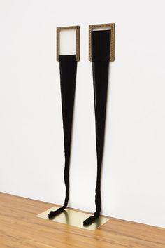 Mendes Wood DM  Espelho. As duas meninas  2014  linha, tela e chapa de latão  164 x 60 x 35,5 cm