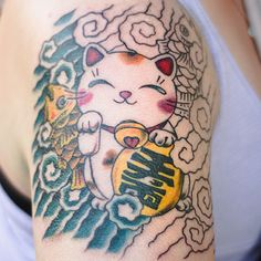AHH!!!! I wish George could get color, because this would be perfect for him! He loves the good luck cat! Body Art Tattoos, New Tattoos, Tattoos For Guys, Cool Tattoos, Tatoos, Awesome Tattoos, Piercings, Piercing Tattoo, Lucky Cat Tattoo