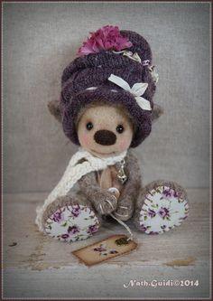 Personnage miniature féerique en laine cardée couleur parme et violet : Autres art par la-fee-chiffonnee
