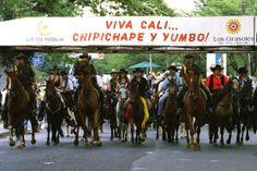 La cabalgata era el desfile que abría la Feria. Hoy es en el segundó día. Ha sufrido cambios en recorrido, horario y fecha
