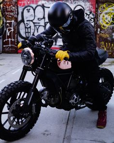 """1,015 tykkäystä, 13 kommenttia - Ducati Scrambler HUB (@astroscrambler) Instagramissa: """"Change is the only constant. Started off my custom with café sensibilities. Loved the slim seat,…"""""""