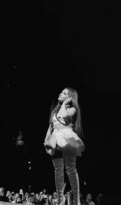 Sweetener World Tour💕 Ariana Grande Background, Ariana Grande Wallpaper, Ariana Grande Drawings, Ariana Grande Pictures, Ariana Video, Ariana Grande Sweetener, Boujee Aesthetic, Photo Wall Collage, Dangerous Woman