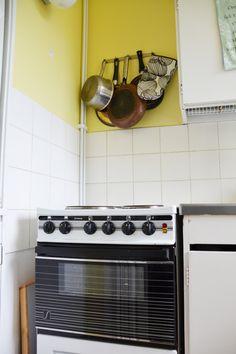 ASUNNOT: Suhtaudun asuntoihin ja niiden sisustamiseen intohimoisesti. Kirjoitan alaan liittyvää blogia osoitteessa: www.katikoskela.fi