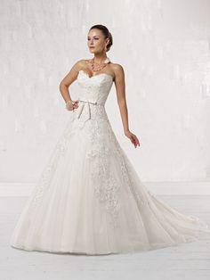 Gown. Kathy Ireland style 231205