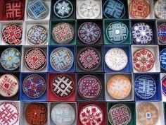Lraksti: Par rotām latvian designs made into brooches