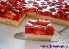 Biscuit Strawberry Cake