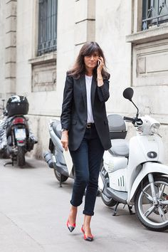 Emmanuelle Alt at Milan fashion Week SS15. Un blazer long, comme mon Prada dark navy blue 2015 à surpiqûres que j'adore.