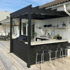 Outdoor Kitchen Bars, Backyard Kitchen, Outdoor Kitchen Design, Outdoor Kitchens, Outdoor Bars, Backyard Bar, Summer Kitchen, Indoor Outdoor, Outdoor Spaces