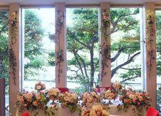 ドアの装花 窓の装花  レストランFEU様へ : 一会 ウエディングの花