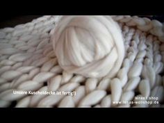 CHUNKY WOLLE - Kuscheldecke stricken ohne Nadeln - Arm Knitting - XXL-Wolldecke! - YouTube