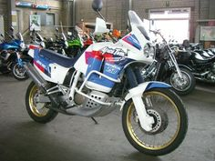 The history of Honda Africa Twin begins on the slopes of the most exhausting rally: the Paris-Dakar. In 1986 Honda went to the street with the NXR 750, an 8-valve twin-cylinder 780 cc and capable o…