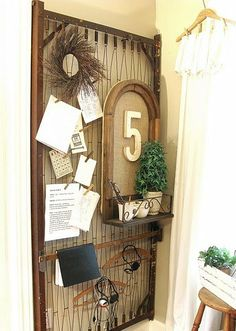 Another great organizational piece--from Funky Junk Interiors I have an old baby bed springs. I wanna do this! Old Bed Springs, Mattress Springs, Crib Mattress, Mattress Frame, Crib Spring, Old Cribs, Old Beds, Funky Junk Interiors, Home And Deco