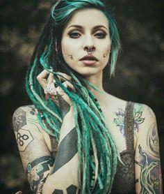 Green dreadlocks and tattoos. Love the look! Tattoed Girls, Inked Girls, Dreadlock Hairstyles, Cool Hairstyles, Sexy Tattoos, Girl Tattoos, Forearm Tattoos, Dreads Styles, Hair Styles