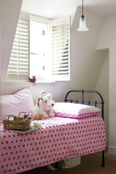 A perfect finishing touch for a pretty, vintage-inspired girl's bedroom is a set…
