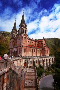 Basílica de Santa María la Real de Covadonga. Asturias (España).