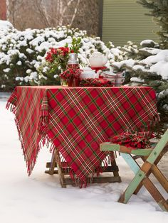 so now I'd rather have a blanket to use as a tablecloth than an actual plaid tablecloth, which won't have the fringe. Tartan Christmas, Christmas Home, Christmas Holidays, Country Christmas, Christmas Ideas, Christmas Table Settings, Christmas Tablescapes, Christmas Decorations, Seasonal Decor