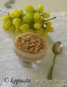 Palouzes or Moustalevria, is a pudding made with either fresh grape juice during autumn or with concentrated grape juice when no fresh juice is available. Greek Sweets, Greek Desserts, Greek Recipes, Wine Recipes, Cooking Recipes, Cyprus Food, Most Delicious Recipe, Grape Juice, Roasted Almonds