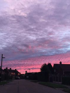 Sky awesome Tagged with aesthetic alternative pink sky sunrise sunset view Pretty Sky, Beautiful Sunset, Wallpeper Tumblr, Nature Architecture, Up To The Sky, Sky Aesthetic, Purple Sky, Sunset Sky, Nocturne