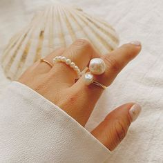 Gold Pearl Ring, Pearl Jewelry, Jewelery, Pearl Rings, Diy Crafts Jewelry, Handmade Jewelry, Jewelry Photography, Beaded Rings, Stacking Rings