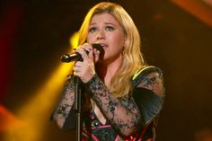 Kelly Clarkson takes to Twitter to let her fans know exactly how much she loves Selena Gomez.